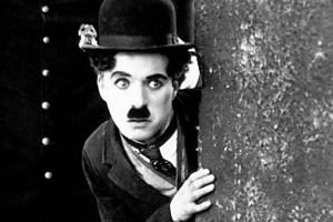 Tom Wilson (le policeman), Charlie Chaplin (le vagabond) et Jackie Coogan (le gosse)