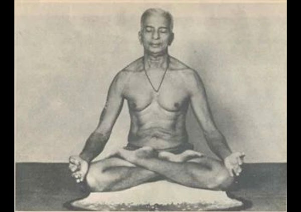 21-1434882123-raghavendra-swami2